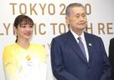 『東京2020パラリンピック』聖火リレーについての記者発表会に出席した(左から)石原さとみ、森喜朗 (C)ORICON NewS inc.