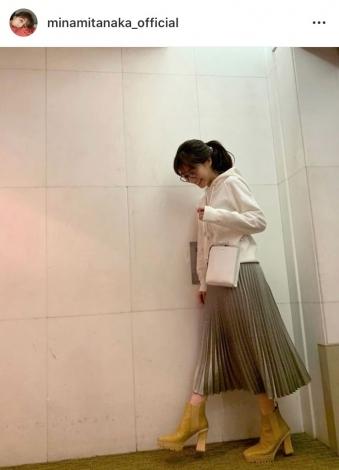 私服ショットに「ポージング、ぎこちない…がんばります(笑)」(写真はインスタグラムより)