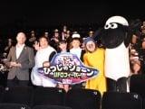 『映画 ひつじのショーン UFOフィーバー!』プレミアム試写会舞台あいさつに登壇した(左から)ウィル・ベチャー監督、ゆいP、Hinata、市川右近、オカリナ (C)ORICON NewS inc.
