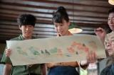 連続テレビ小説『スカーレット』第8週・第43回より。喜美子(戸田恵梨香)が深野(イッセー尾形)の弟子になって3年。絵付け師の下っ端として認められるように(C)NHK
