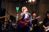地元大阪のアメリカ村・三角公園でフリーライブを開催した山本彩