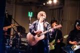 3rdシングル「追憶の光」発売記念フリーライブを開催した山本彩