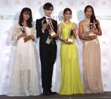 『ネイルクイーン2019』の授賞式に登壇した(左から)大友花恋、Matt、泉里香、野口啓代 (C)ORICON NewS inc.