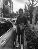 """『フライデー』報道直後のアレクサンダーと""""いわくつきベンツ""""  (写真はブログより、事務所許諾済み)"""