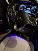 購入予定の新車ベンツの車内  (写真はブログより、事務所許諾済み)