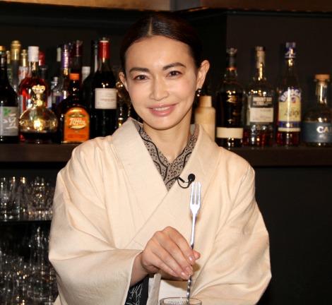 """サムネイル 着物姿の""""ママ""""でおもてなしをした長谷川京子 (C)ORICON NewS inc."""