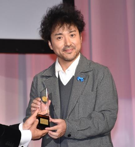 『第48回 ベストドレッサー賞』の授賞式に登壇したムロツヨシ (C)ORICON NewS inc.