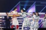 クイズ対決ではフラフープ早押しも(左から)早川聖来、久保史緒里=『乃木坂46 3・4期生ライブ』より