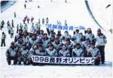 長野オリンピックでのテストジャンパー集合写真
