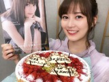 年間女王獲得で笑顔を見せる生田絵梨花