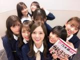 楽屋で『乃木撮 VOL.02』を告知する乃木坂46メンバー