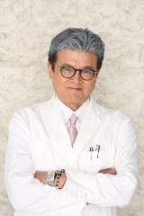 『トップナイフ —天才脳外科医の条件—』三浦友和のビジュアルカット(C)日本テレビ