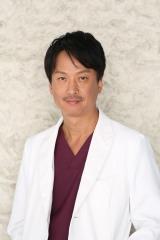 『トップナイフ —天才脳外科医の条件—』椎名桔平のビジュアルカット(C)日本テレビ