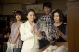 ドラマ『人生がときめく片づけの魔法』の場面写真(左から)夏菜、仲間由紀恵、速水もこみち、倍賞美津子(C)日本テレビ