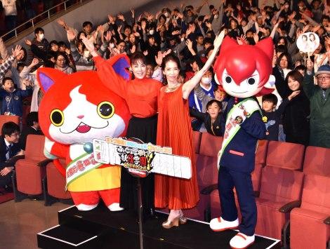『映画 妖怪学園Y 猫はHEROになれるか』(13日公開)の完成披露舞台あいさつ(左から)ジバニャン、未唯mie、増田恵子、ジンペイ (C)ORICON NewS inc.
