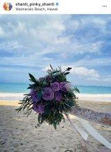 数日前には「Special day」とビーチでブーケの写真をアップしていたPINKY(写真はインスタグラムより)