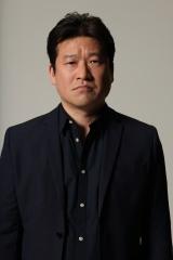 「どんなときもWiFi」新CMに出演する佐藤二朗