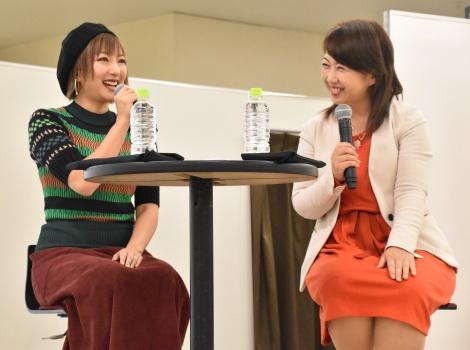 『レディGO!Project』のトークショーに登壇した山田まりや(左) (C)ORICON NewS inc.