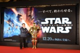 『スター・ウォーズ/スカイウォーカーの夜明け』手描き看板お披露目イベントに出席した(左から)北原邦明氏、C-3PO (C)ORICON NewS inc.
