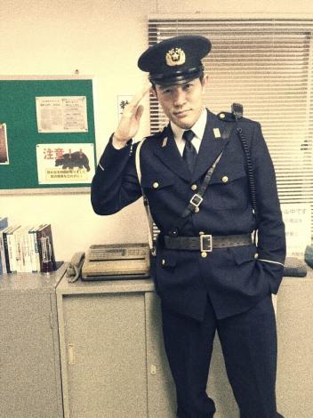 鈴木亮平、警察官姿披露「こんな警察官いそー!」「銭形さんを思い出し ...
