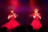 """人気の""""ゆうなぁ""""ユニット(左から)村山彩希、岡田奈々=『AKB48劇場14周年特別記念公演』より(C)AKS"""
