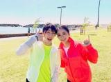 ハワイでポーズをとる吉田沙保里と平祐奈(写真は公式ブログより)