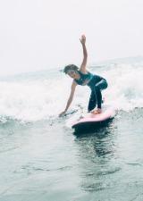 """""""スポーツ報道の顔""""フジ宮司愛海アナ、サーフィンやバスケ姿など披露「貴重な経験」"""
