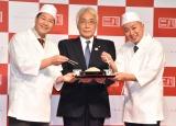 東京都麺類協同組合『東京二八そば』ブランド立ち上げ発表イベントに登壇した(左から)長田庄平、田中秀樹代表理事長、松尾駿