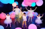 テレビ東京が作る民放初の赤ちゃん向け番組『シナぷしゅ』12月16日〜20日放送。松丸友紀アナウンサーが考案したダンスも登場(C)テレビ東京