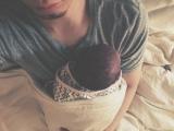 次女を寝かしつける水嶋ヒロ(写真は水嶋ヒロ公式ブログより)