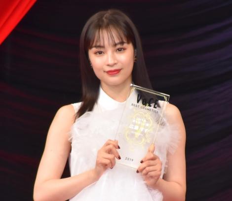"""『VOCE BEST COSMETICS AWARDS 2019』で""""2019年最も美しい顔""""として選出された広瀬すず (C)ORICON NewS inc."""