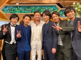 元日恒例番組『TOKIO嵐』に出演する(左から)二宮和也、大野智、三浦知良、櫻井翔、相葉雅紀、松本潤(C)日本テレビ