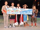 『歌舞伎町 X'masスケートリンク』オープニングセレモニーに出席した(左から)キクチウソツカナイ。、しまぞうZ、安藤美姫、石川ことみ、太田 (C)ORICON NewS inc.