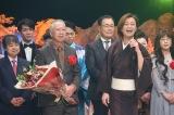 「第52回日本作詩大賞」受賞の松岡弘一氏のとなりで「最上の船頭」を熱唱する氷川きよし