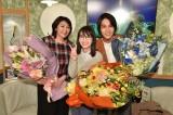 火曜ドラマ『G線上のあなたと私』をクランクアップした松下由樹、波瑠、中川大志 (C)TBS