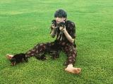 子犬とたわむれる城田優(写真はインスタグラムより、事務所許諾済み)