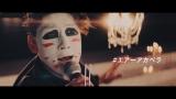 ゴスペラーズ「ひとり」をエアーアカペラで熱唱するゴールデンボンバー(写真は樽美酒研二)