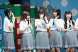 東京ドーム公演が発表され感極まって涙をぬぐうメンバーや笑顔のメンバーも