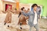 SKE48に振付指導するDA PUMPのKENZO