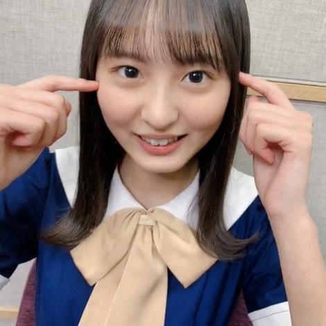 褒められて照れる乃木坂46・遠藤さくら(『乃木撮』公式ツイッターより)