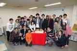 日本テレビ系連続ドラマ『知らなくていいコト』で柄本佑にバースデーサプライズ(C)日本テレビ