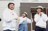 充電中の民家で香取と草なぎが合流&バトンタッチ(C)テレビ東京