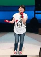 アンコールで「せんせい」を熱唱する森昌子=『爆笑!コントで綴る昭和歌謡パート3』
