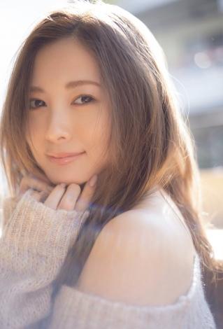 『FRIDAY』の表紙を飾った白石麻衣(撮影/中村和孝)