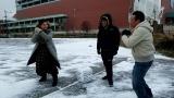 「撮れ高サイコロ」でNO手袋雪合戦する3人(C)テレビ東京