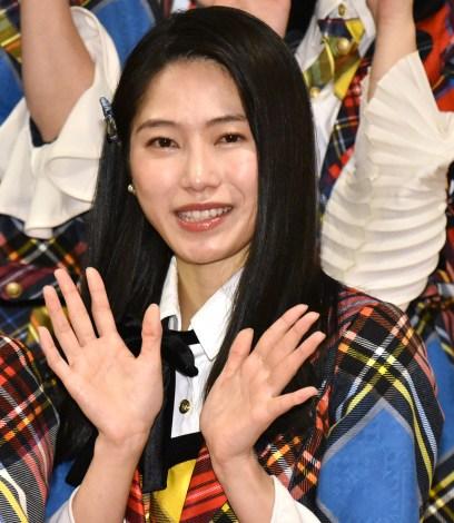 『第70回NHK紅白歌合戦』の囲み取材に参加した横山由依 (C)ORICON NewS inc.