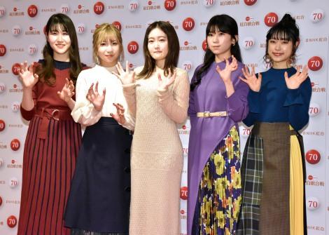 『第70回NHK紅白歌合戦』の囲み取材に参加したLittle Glee Monster(左から)かれん、MAYU、芹奈、manaka、アサヒ (C)ORICON NewS inc.