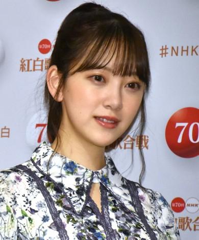 『第70回NHK紅白歌合戦』の囲み取材に参加した堀未央奈 (C)ORICON NewS inc.