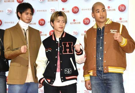 『第70回NHK紅白歌合戦』の囲み取材に参加した(左から)片寄涼太、佐野玲於、関口メンディー (C)ORICON NewS inc.