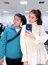 お揃いポニーテール姿のガンバレルーヤよしこ&新木優子(写真は公式ブログより)